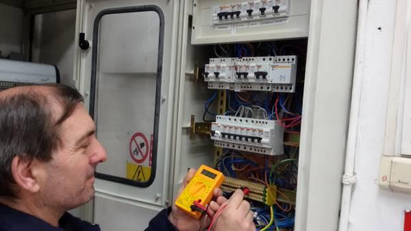 i nostri elettricisti specializzati in ricerca guasti nei quadri elettrici
