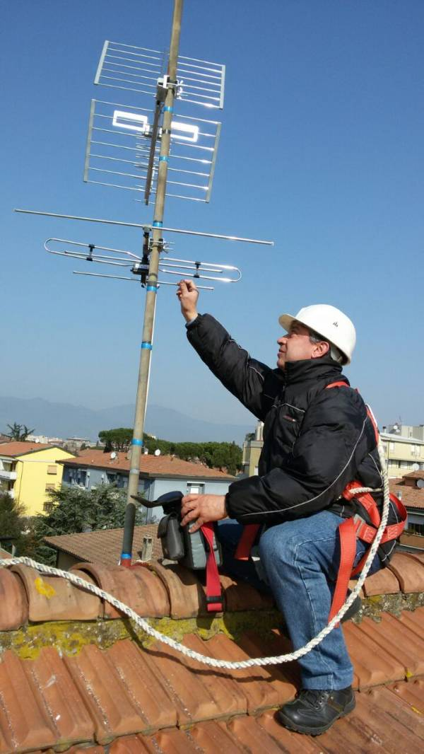 Installazione antenne con messa in sicurezza dei nostri tecnicei qualificati